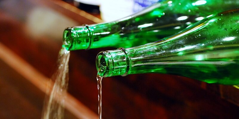 sake_g_pour2_5