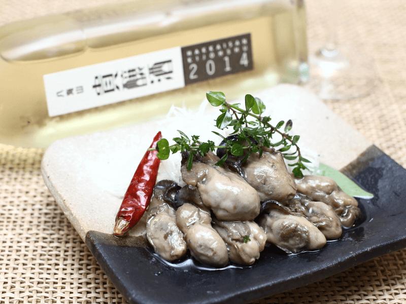 牡蠣のオイル漬けと「八海山貴醸酒」