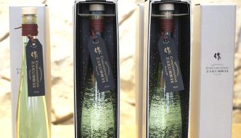 「作(ざく)」で有名な清水清三郎商店株式会社と、国内最大規模の化学メーカー三菱化学株式会社の共同開発により、前代未聞の酒「concentration 作 凝縮H」