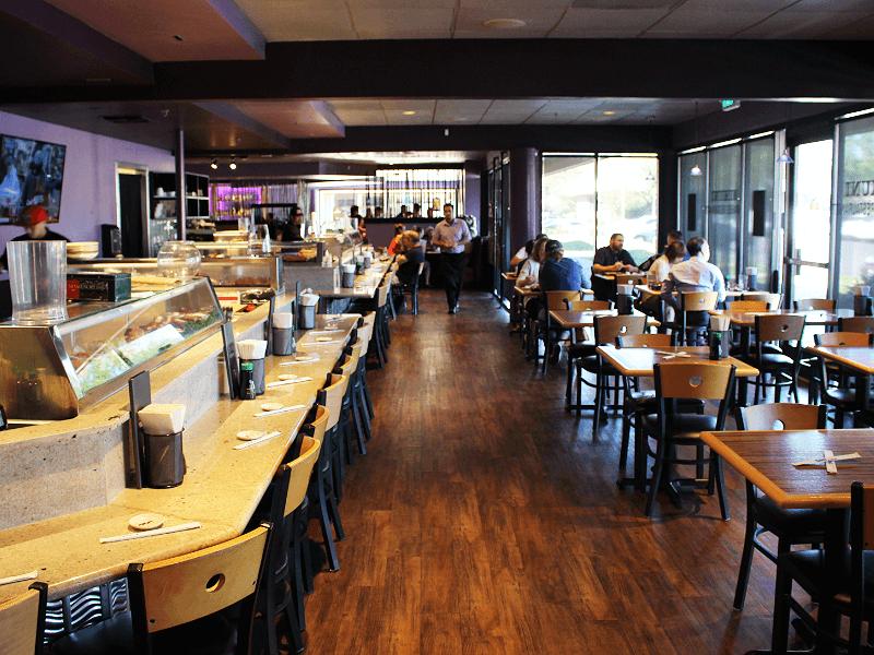 カリフォルニア州で人気の日本食レストラン「MIKUNI」の店内
