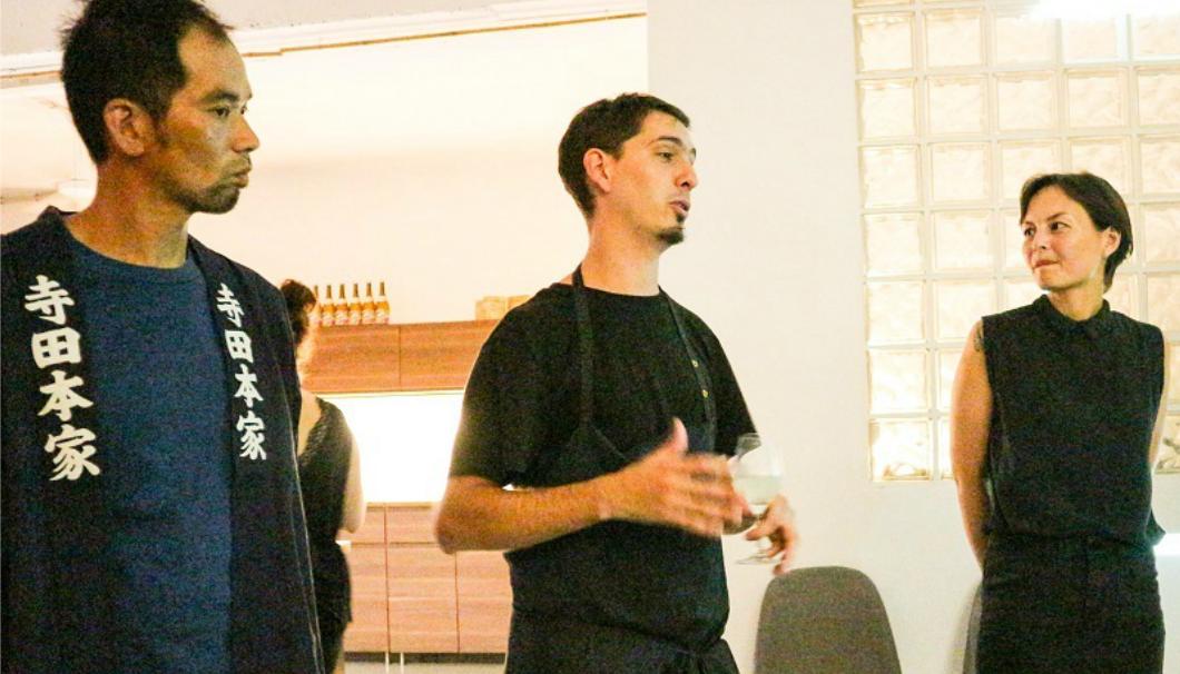 左から寺田本家24代目当主の寺田優さん、シェフのセバスチャン、酒ソムリエのスージー