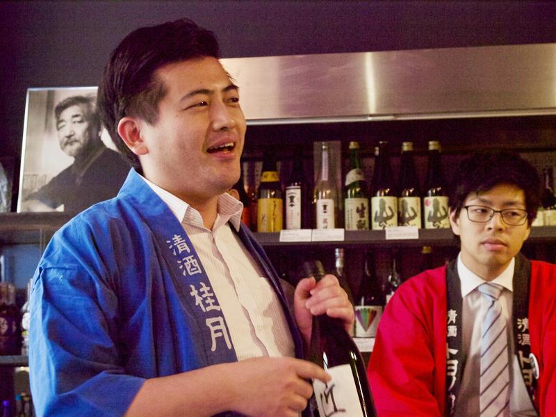 台湾人の友人名を冠した日本酒「John」のプレゼンをする土佐酒造 蔵元・松本さん