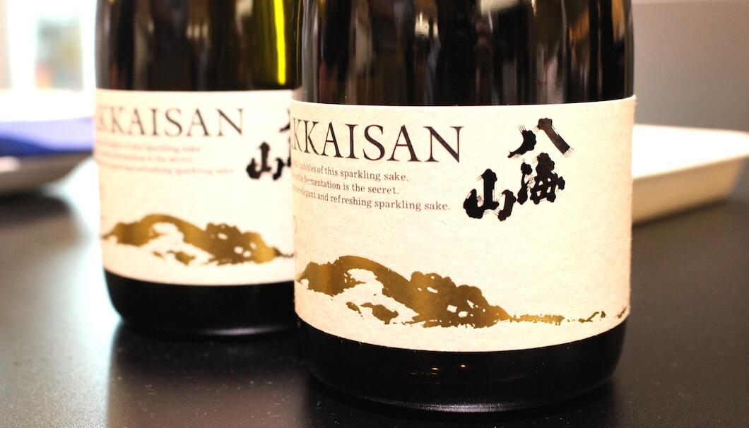 八海山が2017年に新たに発売した瓶内二次発酵のスパークリング日本酒「あわ八海山」