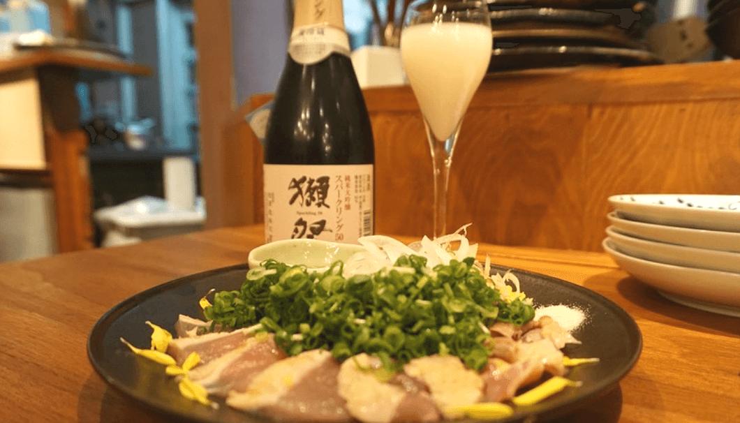 「獺祭 純米大吟醸スパークリング50」(旭酒造/山口)と雉タタキネギまみれ