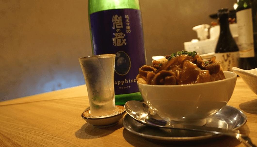 「岩の蔵 サファイア純米吟醸50」(天山酒造/佐賀)と「しし豆腐」