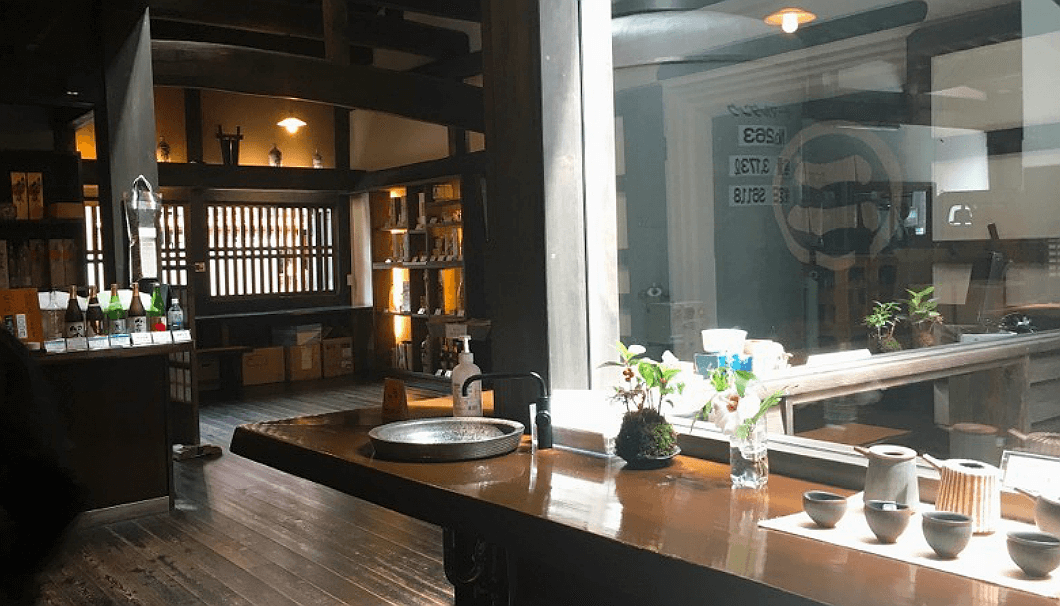 二木酒造内では岐阜県の陶芸作家の作品も置いている
