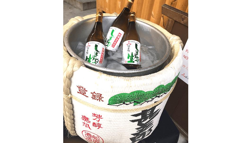 船坂酒造店の酒樽のなかに入った氷温熟成の「しぼりたて生酒」