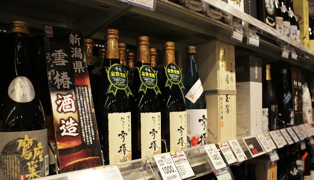 200種類以上の日本酒が並ぶいなげやの酒売り場