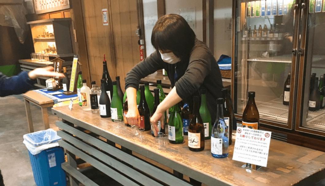 酒蔵見学では試飲をすることもできる