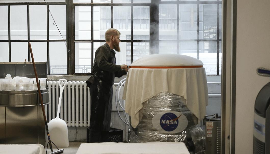 NASAのロゴは、もともと科学者だった彼のジョークなのだとか