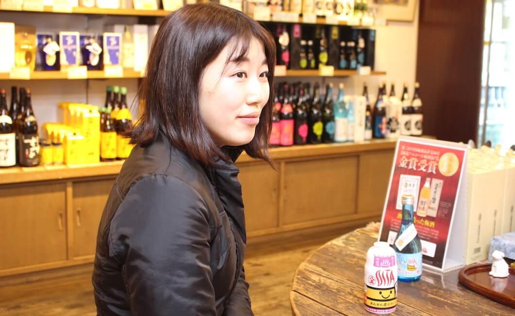 「おけちゃん吟醸」の開発を手掛けた、八鹿酒蔵経営企画部の衛藤友衣菜さん
