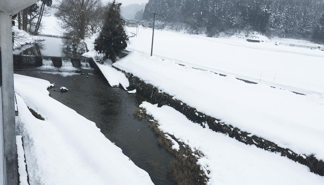 雪景色と川の風景