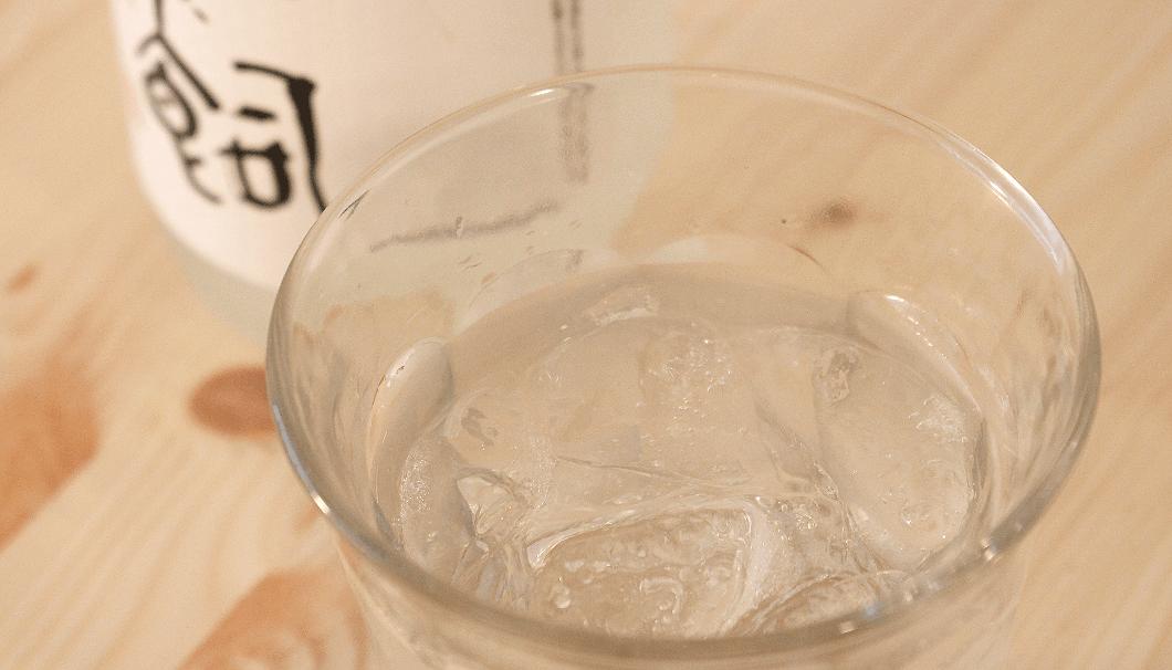 グラスに入ったロックの焼酎