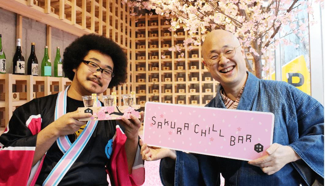 アフロマンスさん(左)と裏千家茶道家・松村宗亮さん(右)