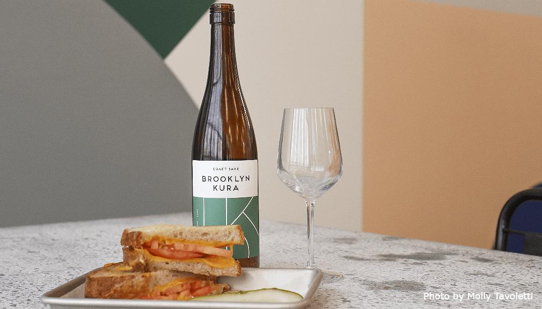 NY初の酒蔵「Brooklyn Kura(ブルックリン・クラ)」の日本酒とピザの写真画像