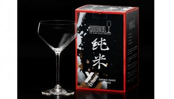 日本酒の純米酒に特化したグラスの写真