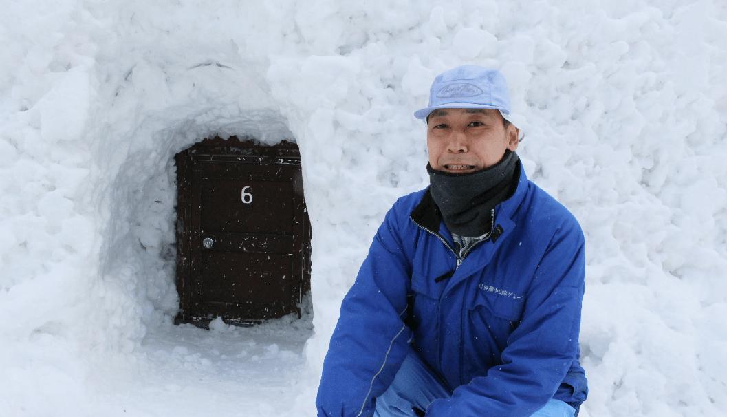 雪中貯蔵を担当する北鹿の齋藤保穂さん