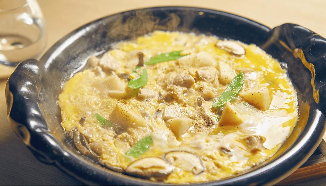 温菜で提供されるのは、筍と山菜の親子煮