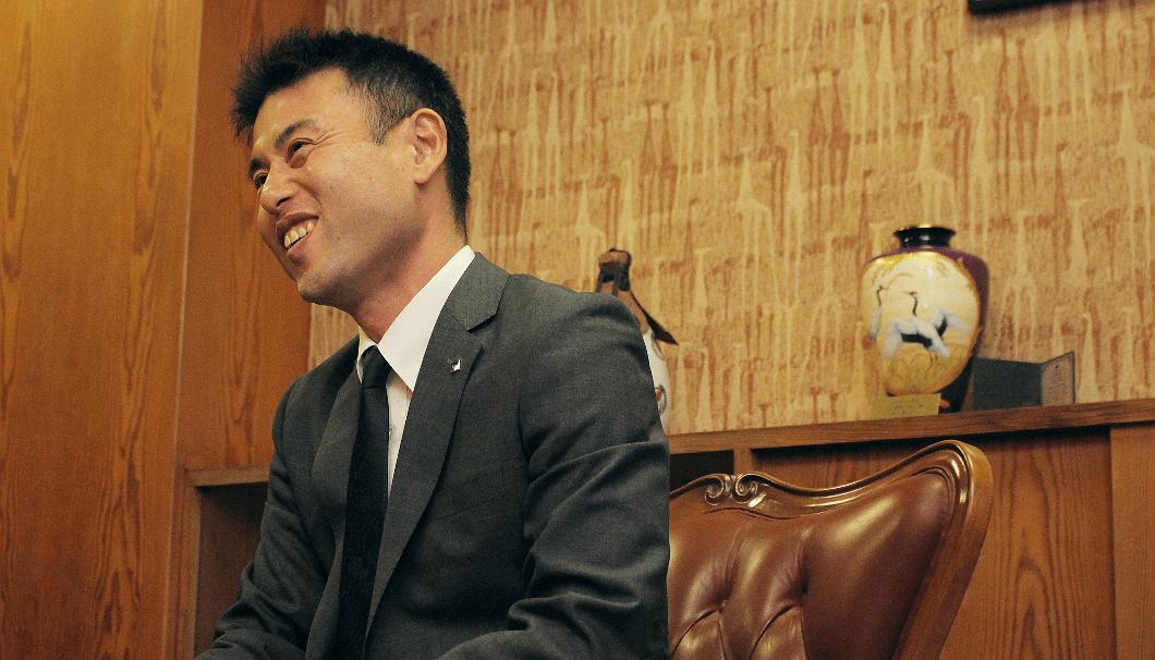 創業300年を迎えた2017年に社長に就任した、沢の鶴15代目代表取締役社長、西村隆さん。時折笑顔を見せながら、お客様への熱い思いを語ってくれた。