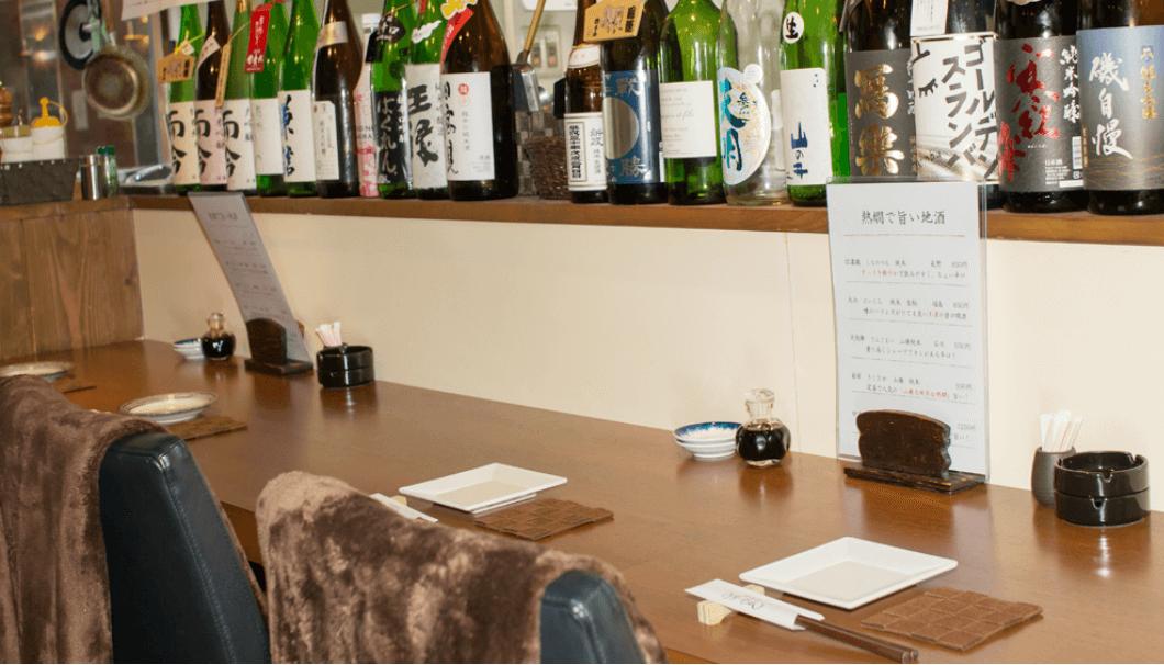 新宿歌舞伎町にある居酒屋、うまいもんの本店のカウンター紹介の写真
