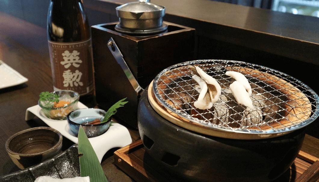 アナゴの七輪焼きと「英勲 本醸造 京の珀」