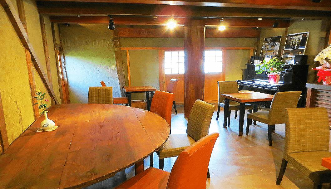 久保本家酒造のカフェ内観