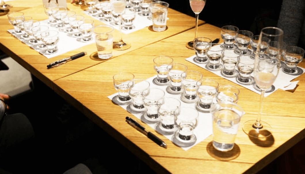 飲み比べ用の日本酒セット