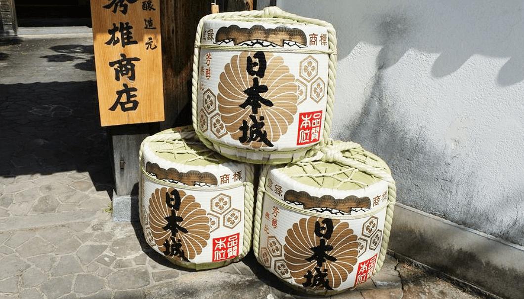 吉村秀雄商店が造る「日本城」の菰樽