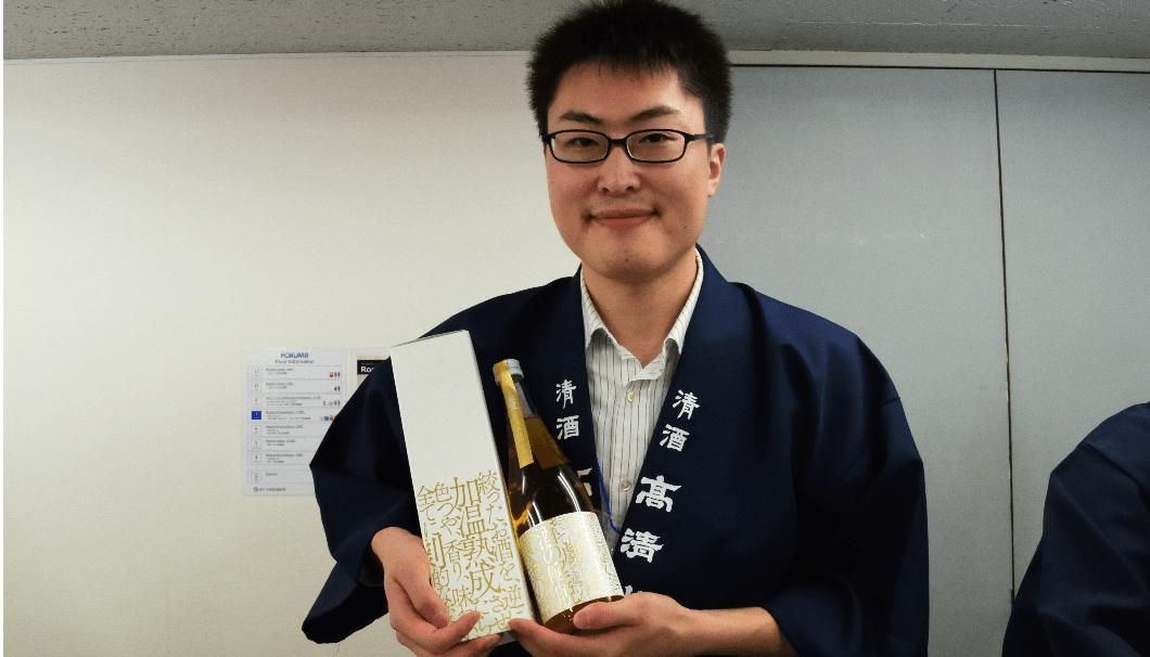 秋田酒類製造株式会社の倍賞さんと「高清水」「加温熟成解脱酒」