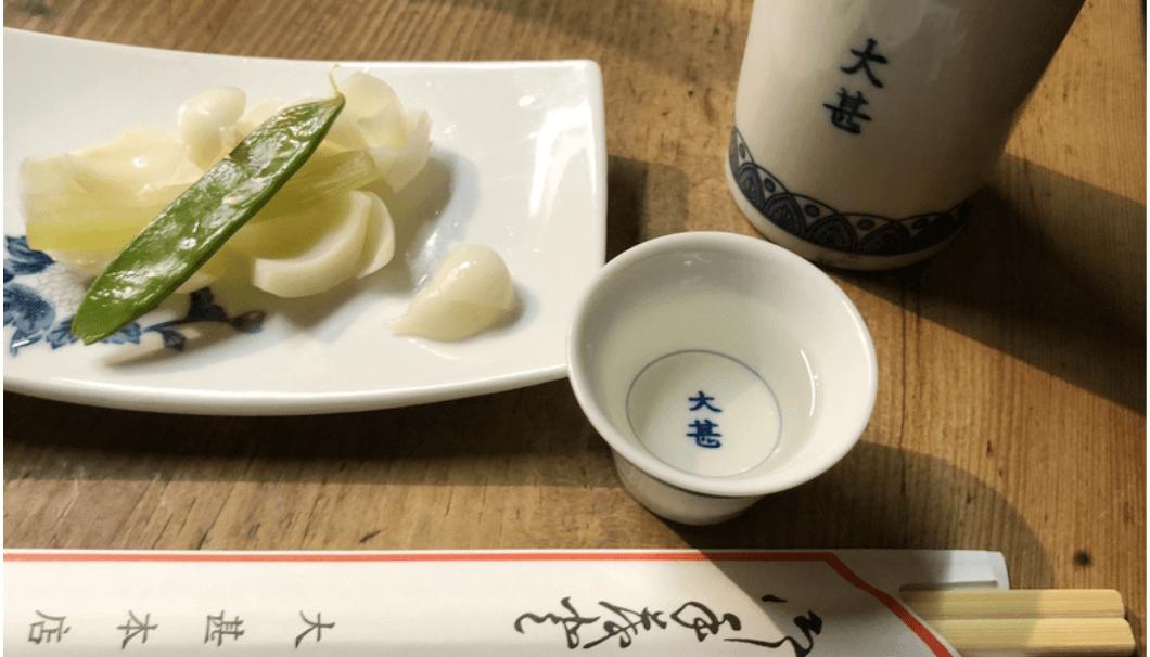 名古屋「大甚」のお料理と燗酒の写真