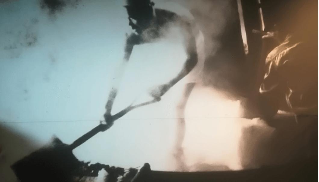 蒸気に揉まれながら作業をする昔の蔵人