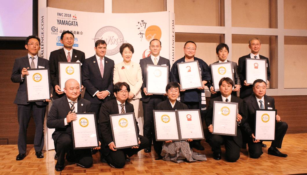 IWC2018でトロフィーを受賞した蔵元の方々