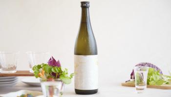 リカー・イノベーション株式会社と京都・佐々木酒造が共同で開発した「金銀 - KEEN GUIN -」のボトルの写真