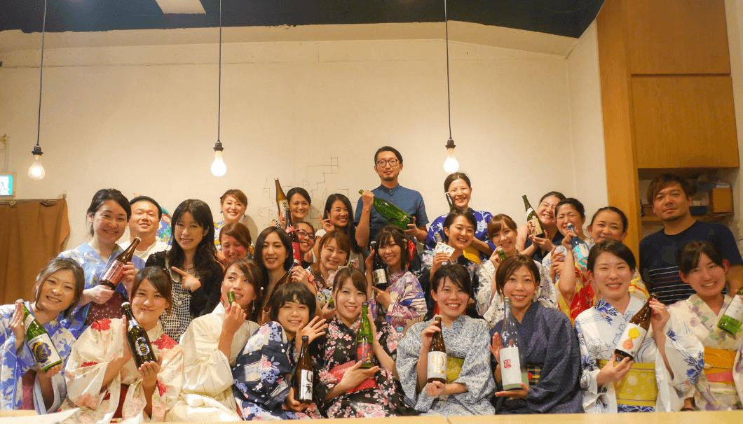 日本酒女子会夏の浴衣イベントの集合写真