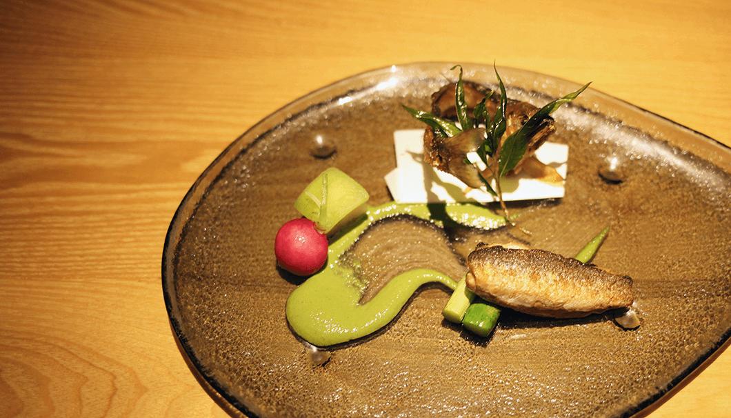 魚料理「鮎のファルス」