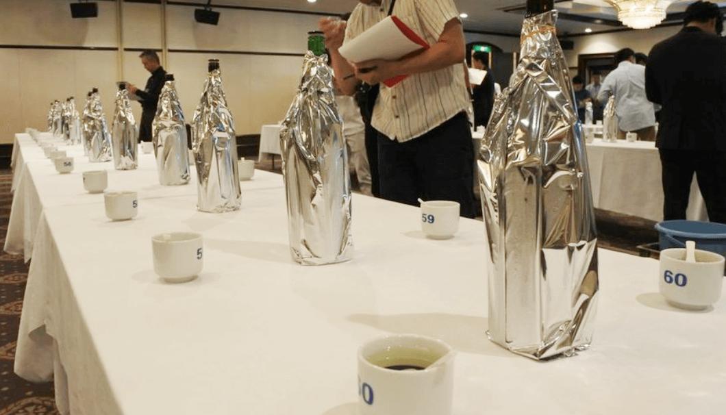 仙台日本酒サミットの利き酒風景