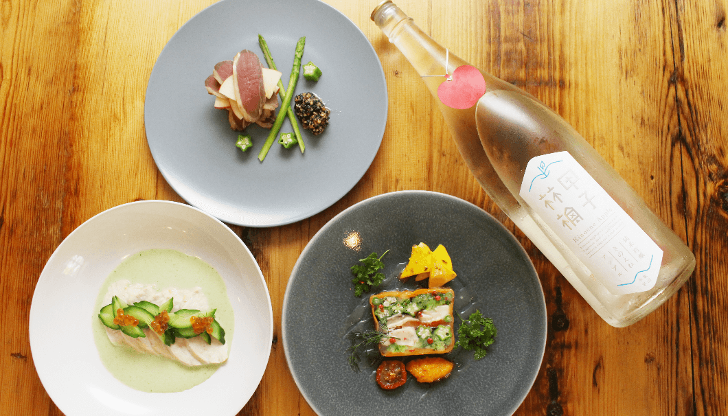 飯沼本家のきのえねアップルと、ペアリング料理の写真