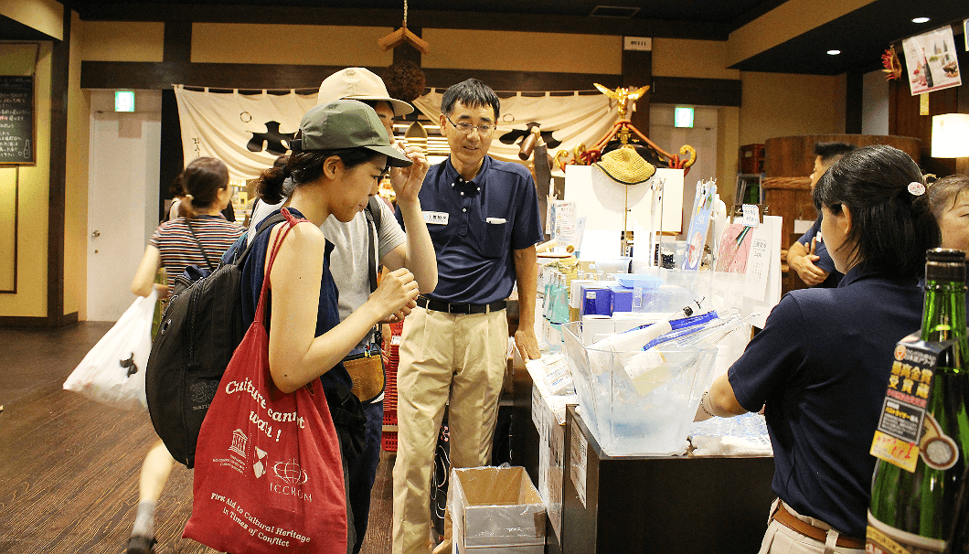 JR越後湯沢駅に設置された白滝酒造の販売ブース