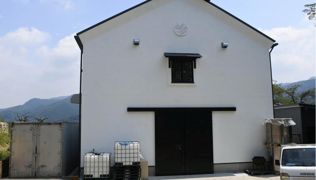 藤崎摠兵衛商店の新設された蔵の外観