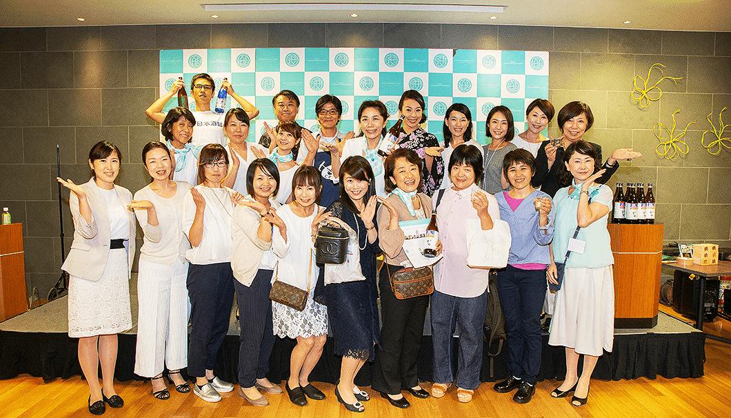 「日本のSAKEとWINEを愛する女性の会」のみなさん