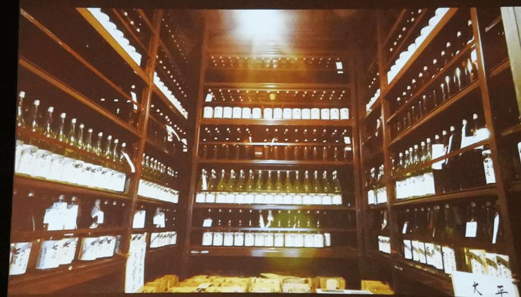 山梨銘醸の貯蔵庫