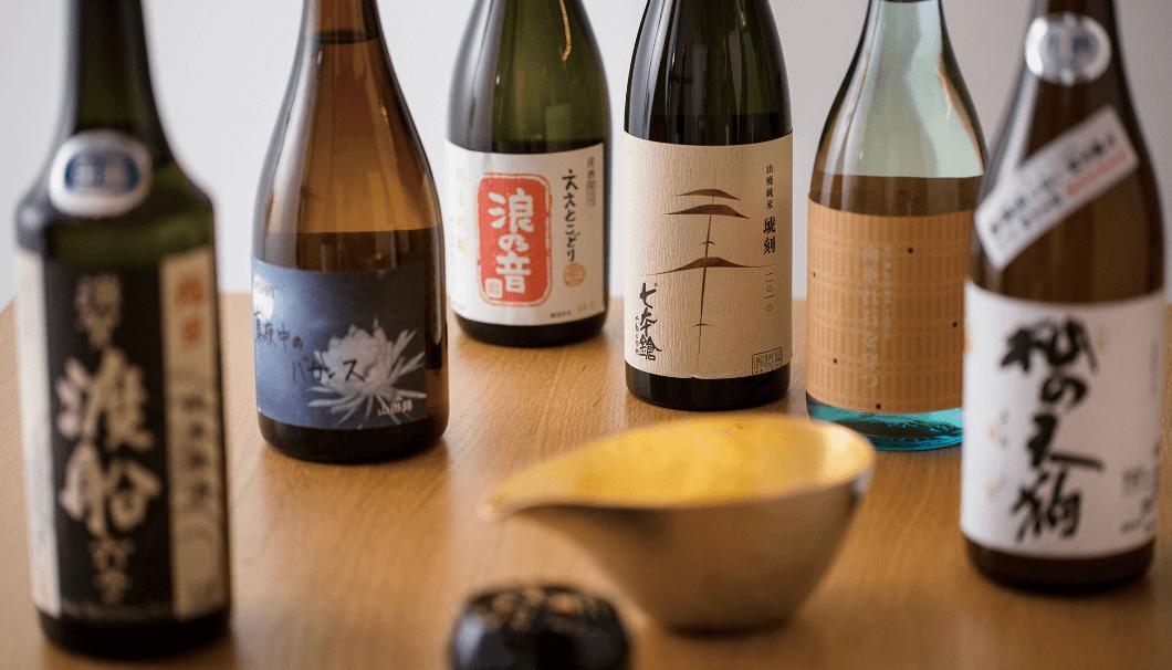 """""""300銘柄を超える滋賀の地酒が揃う「滋賀 地酒の祭典」""""のイメージ画像。日本酒が数本並んでいる写真"""