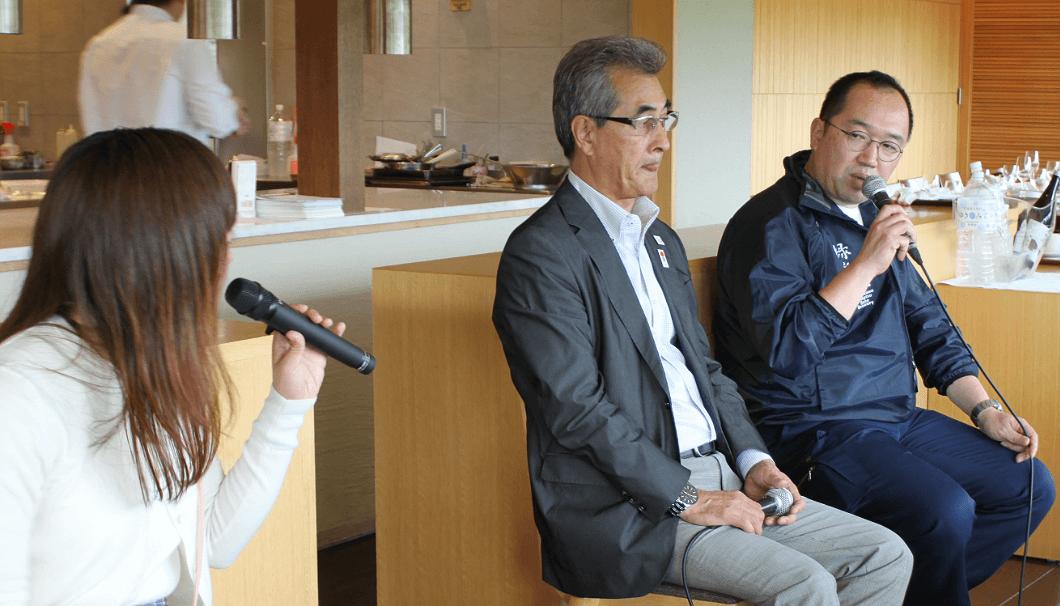 佐藤町長(中)と川端杜氏(右)のトークセッション