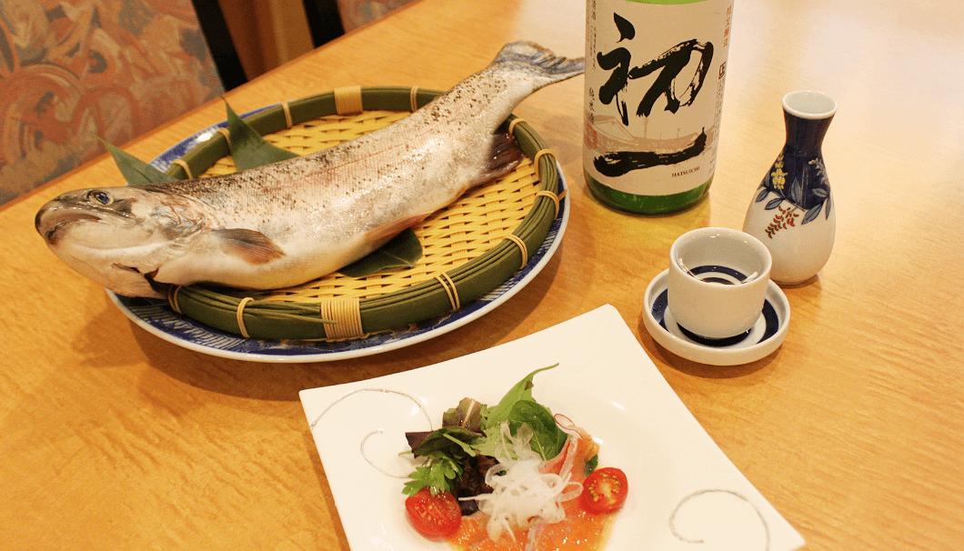 上川産ニジマスのカルパッチョとオリジナル日本酒「初一」
