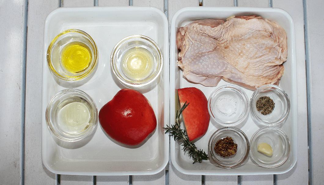 「ローズマリーチキンのBBQグリル りんごソース添え」の材料