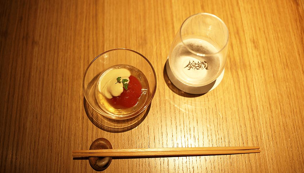「フルーツトマト コンソメ煮」と「十六代九郎右衛門 低アルコール 原酒 生」