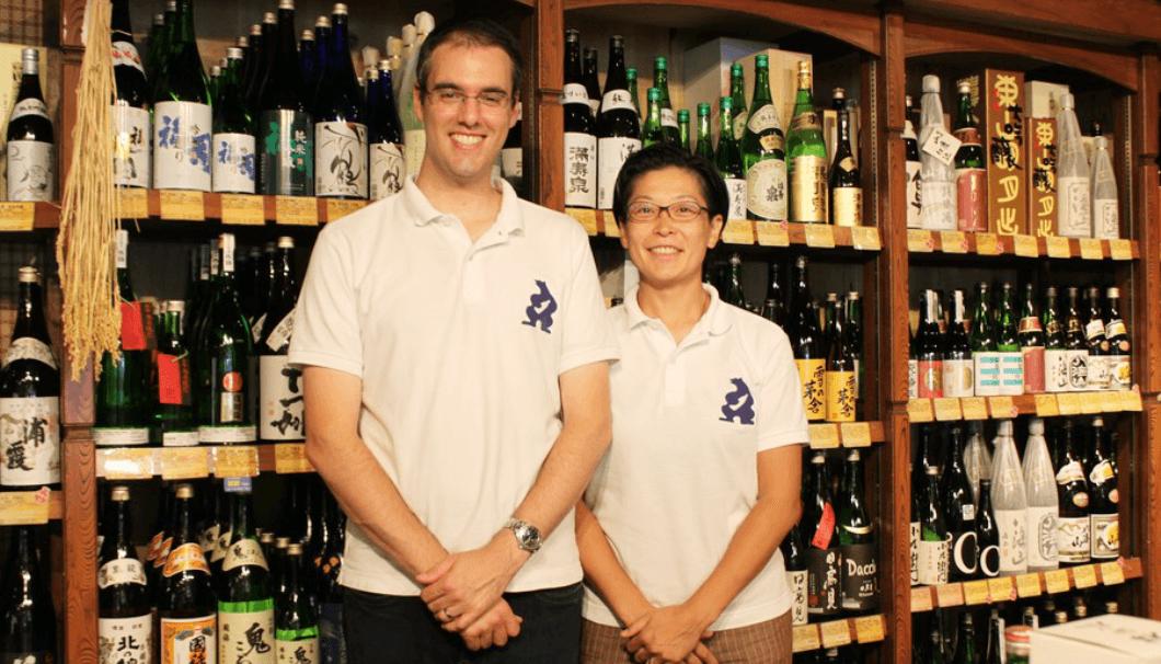 店主の熊田理恵さんと夫のカリンさん