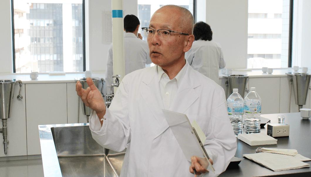 東京国税局鑑定官室の山岡洋さん