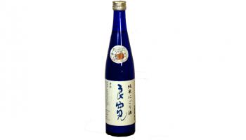 苗場酒造株式会社(新潟県中魚沼郡)が、4年間低温貯蔵した純米にごり酒「お肉に合う純米にごり良寛熟成酒H25BY」の青いボトルの写真