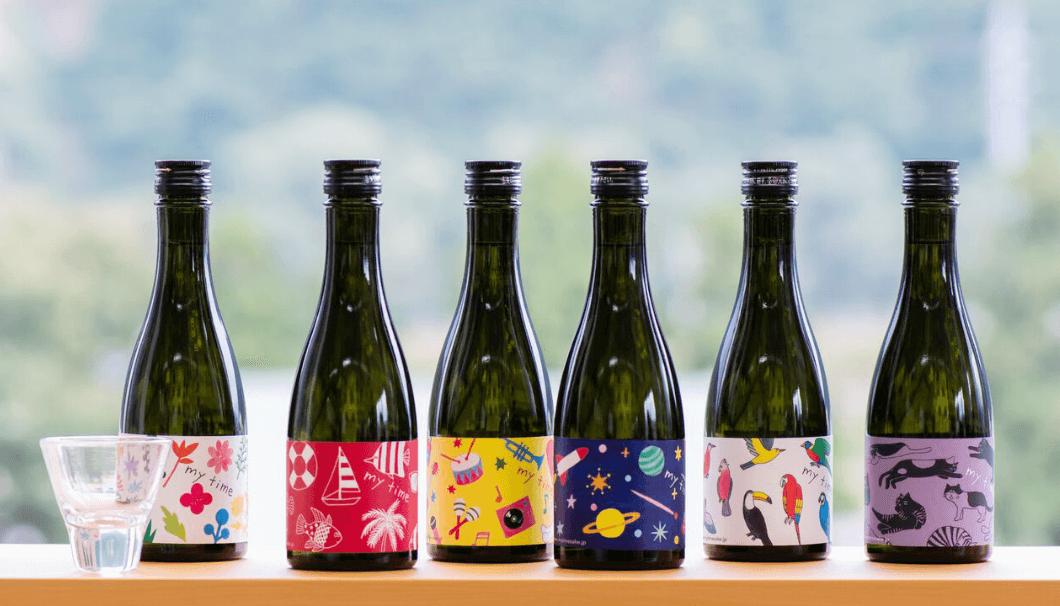 新潟の白瀧酒造の日本酒「my time」のボトルが並んでいる写真